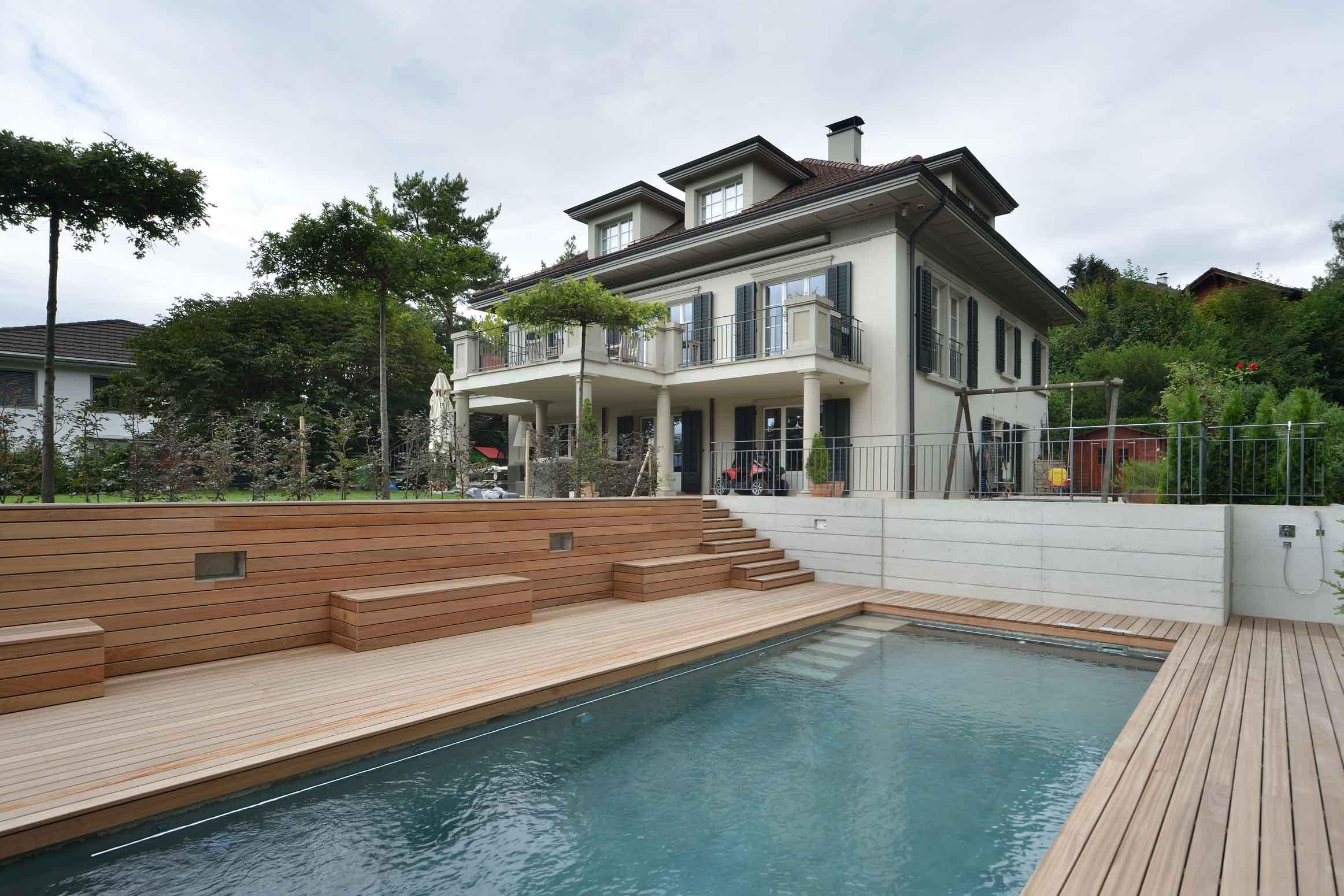 Baumanagement-Umgebungsarbeiten-Villa-mit-Swimmingspool